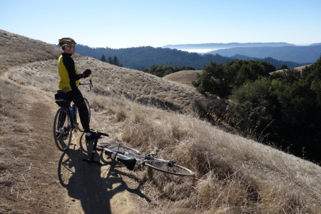 Nice day on the Bay Area Ridge Trail near Hickory Oaks Trail.