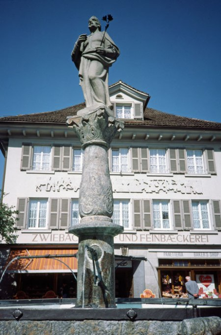 William Tell statue in Chalm.