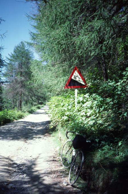 Gavia Pass 16% warning sign.