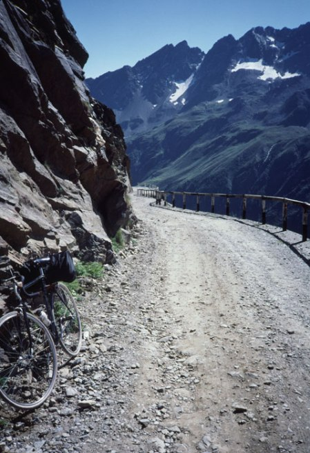 Gavia Pass rock overhang.