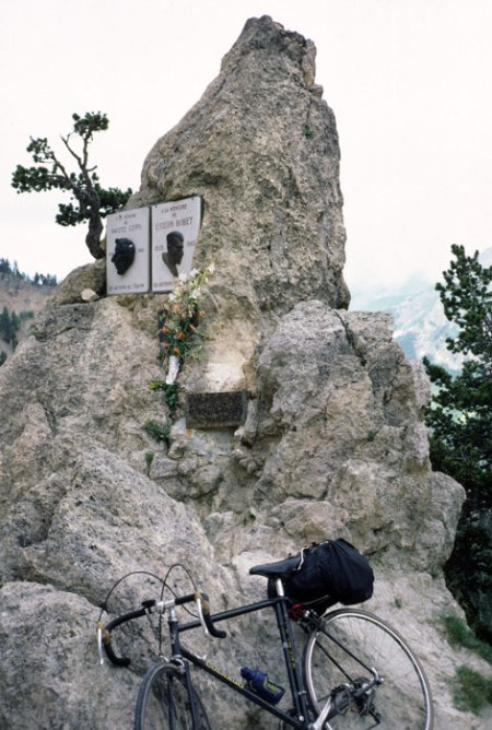 Coppi and Bobet monument.